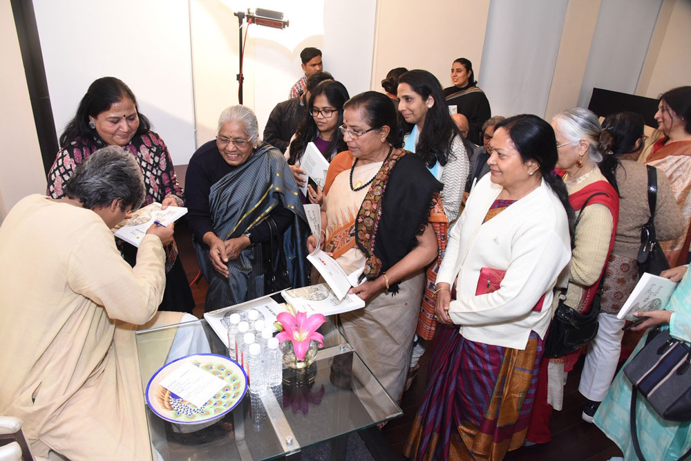Author-Sopan-Joshi-Signing-off-books-for-the-audience-
