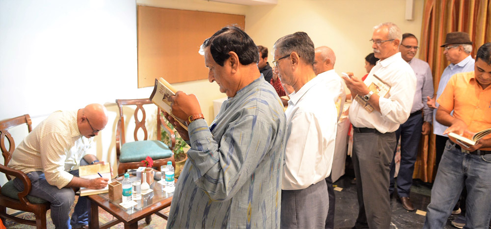 Book-Signing-By-Guest-Author-Abhay-Kumar-Dubey-for-the-audience-(2)