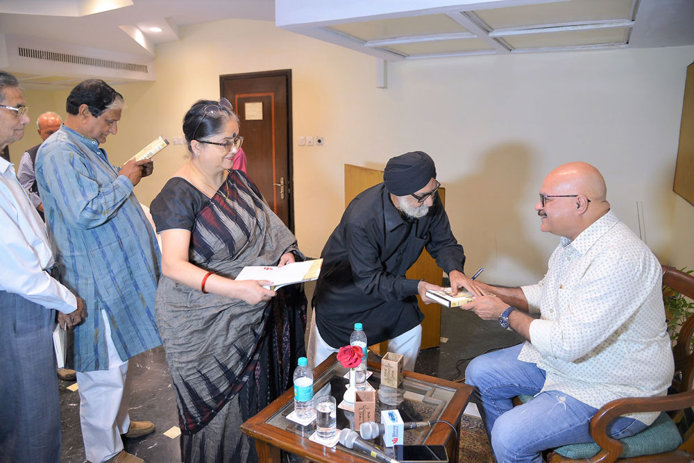 Book-Signing-By-Guest-Author-Abhay-Kumar-Dubey-for-the-audience