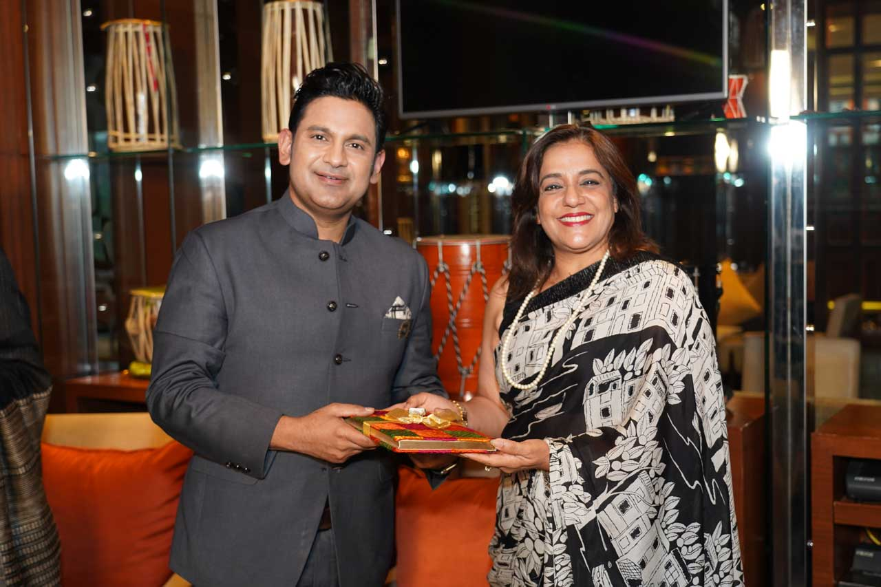 Felicitation-of-Manoj-Muntashir