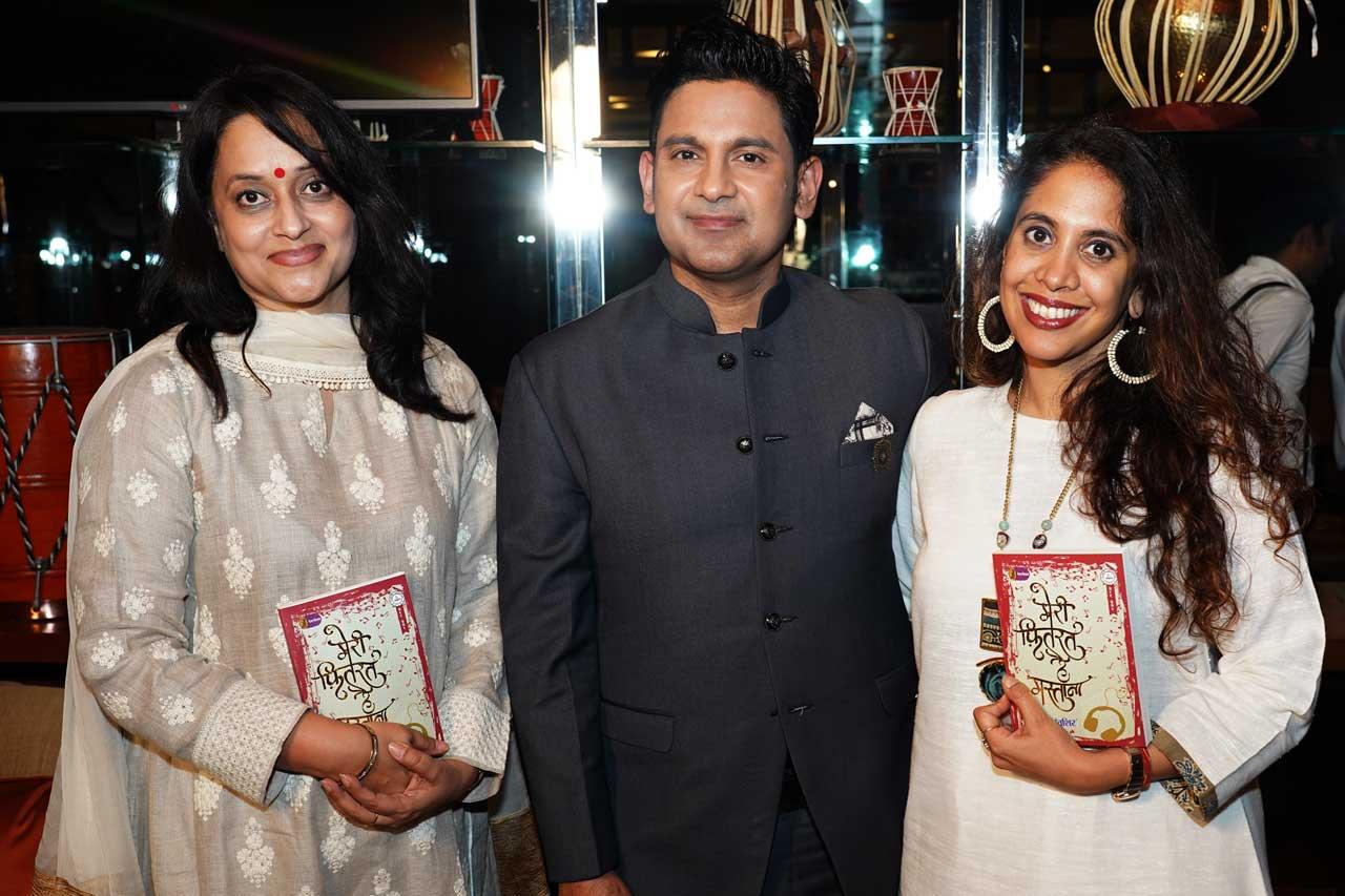 Manoj-Muntashir-with-Ehsaas-women-of-Chandigarh-Shalu-Goel-and-Manisha-Jain