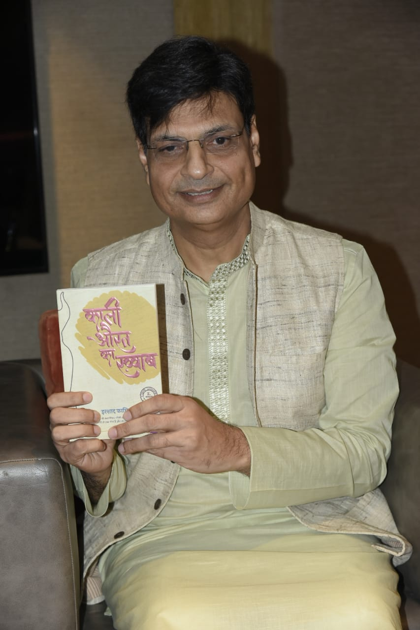 15. Irshad Kamil with Book