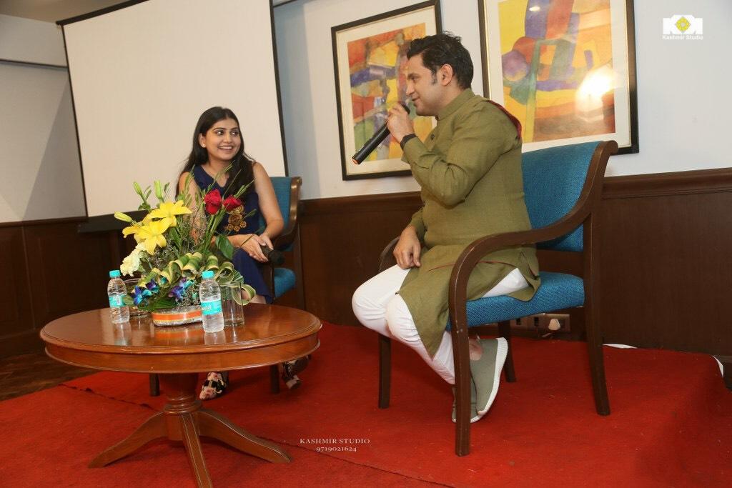 Manoj-Muntashir-in-conversation-with-Sonam-Mahajan-1