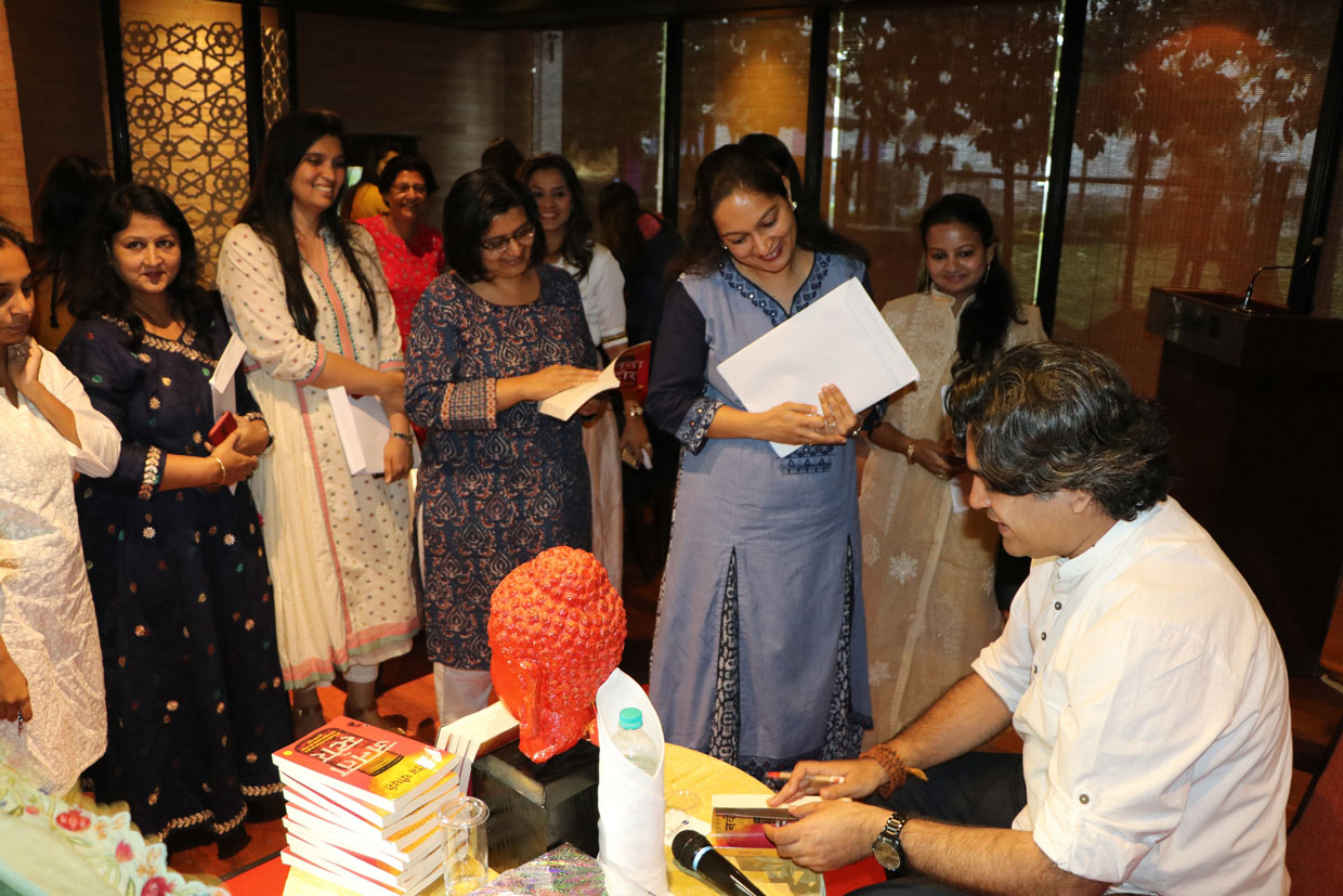 Author-Naveen-Choudhary-signing-his-books-for-Audience