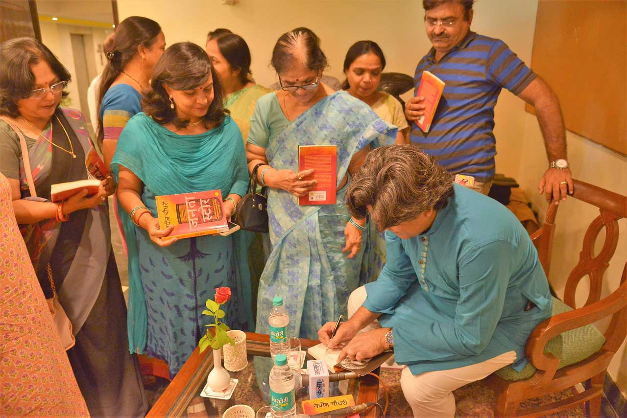 Author-Naveen-Choudhary-signing-off-books-for-the-audience